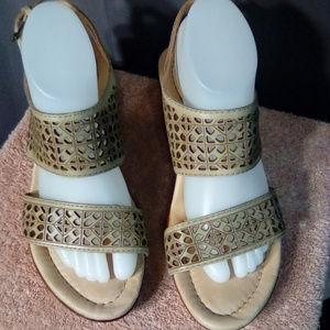 Earth Size 9 chunk heel tan leather sandals.